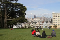 Alamo_Square_with_Painted_Ladies,_SF,_CA,_jjron_26.03.2012